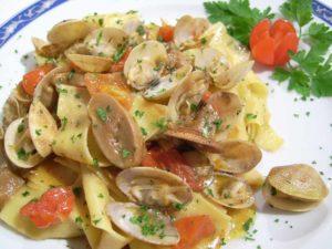 tagliatella funghi e vongole ristorante la Tana Maratea
